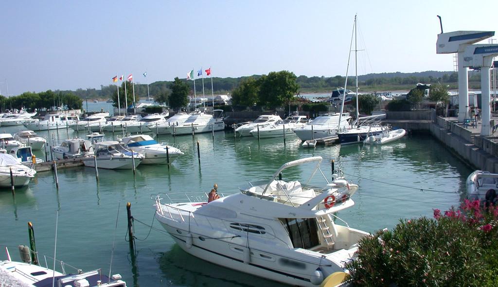 Alaggio e varo nel porto di Lignano Riviera