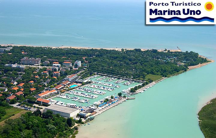 Vista dall'alto del porto turistico Marina uno Lignano Riviera
